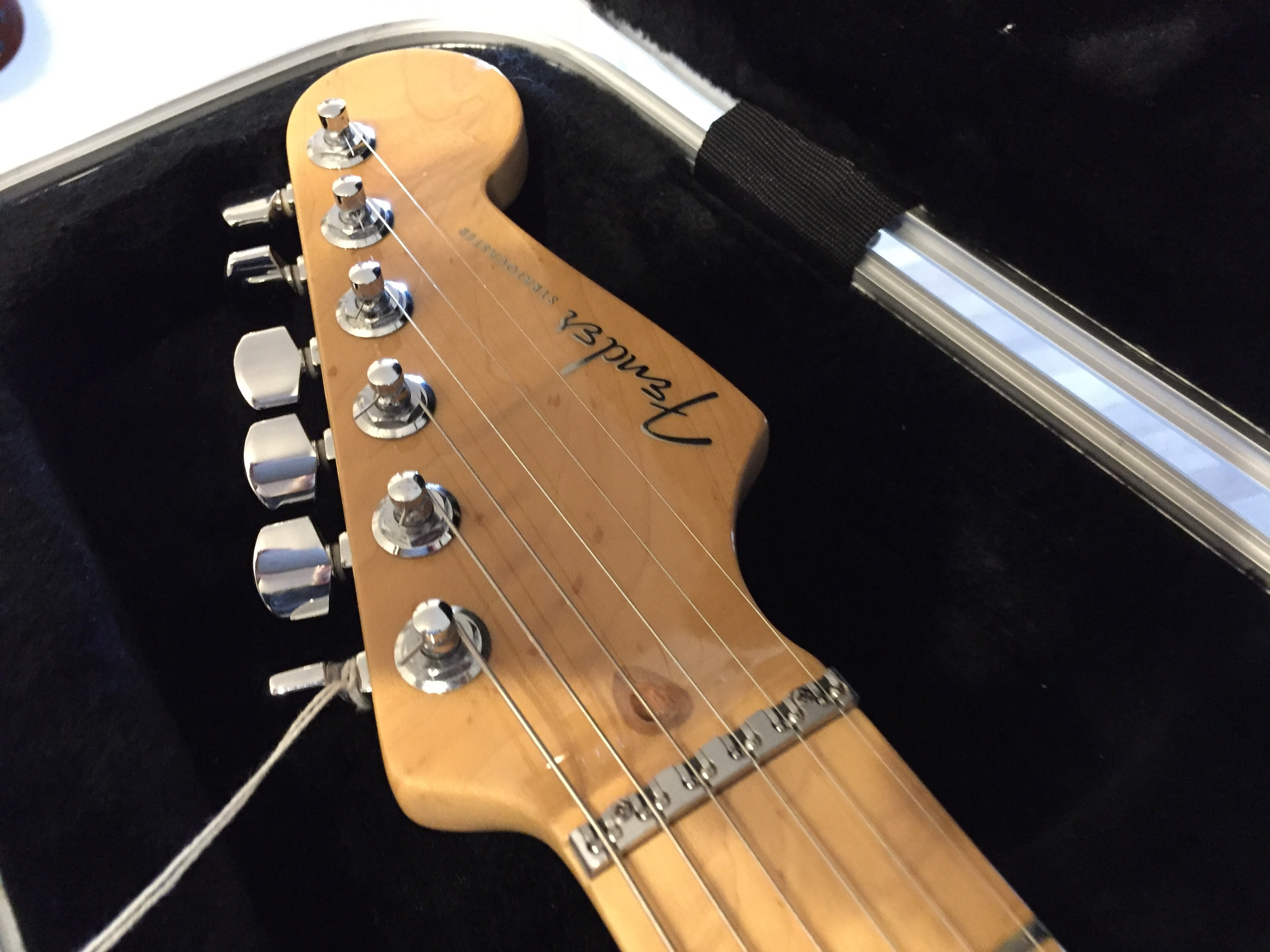 2005 fender deluxe strat roland gr 55 package in for sale guitars united. Black Bedroom Furniture Sets. Home Design Ideas
