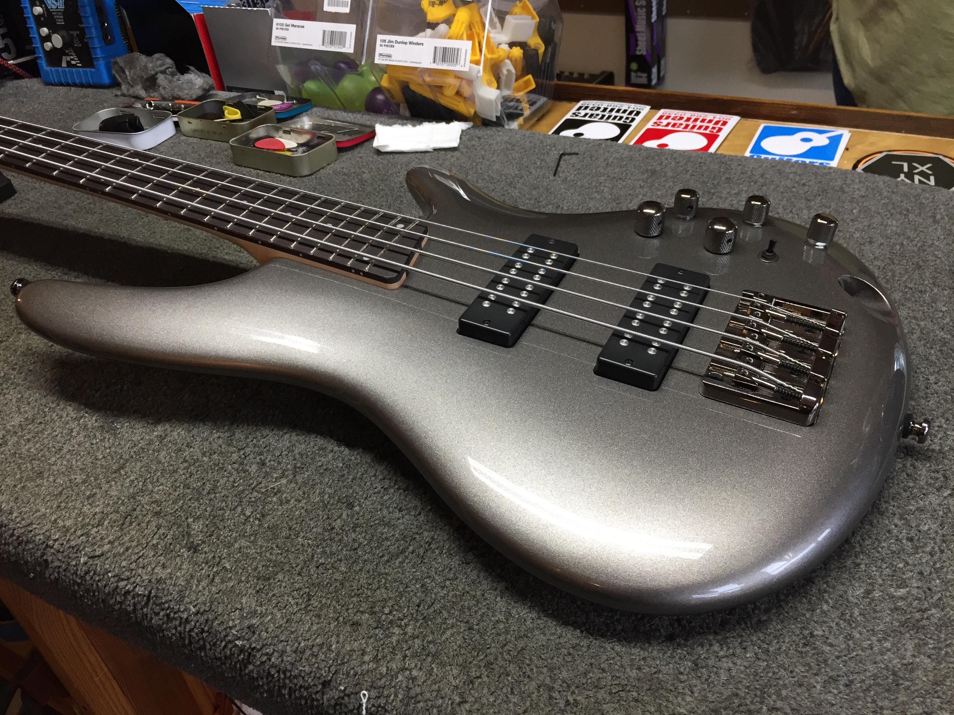 ibanez bass in for a setup guitars united. Black Bedroom Furniture Sets. Home Design Ideas